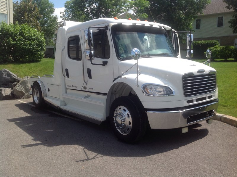 2009 Freightliner SportChassis M2