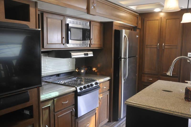 2017 Highland Ridge RV Roamer 323RLS