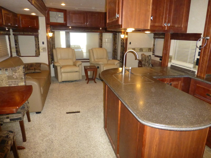 2009 Carriage Carri-Lite CL36XTRM5