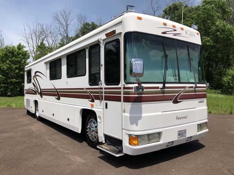 2000 Foretravel Motorcoach Unicoach U320