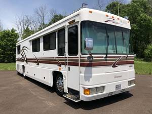 2000 Foretravel Motorcoach Unicoach U320