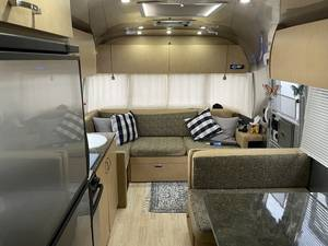 2013 Airstream Flying Cloud 28 Queen
