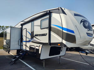2018 Forest River Cherokee Arctic Wolf 285DRL4