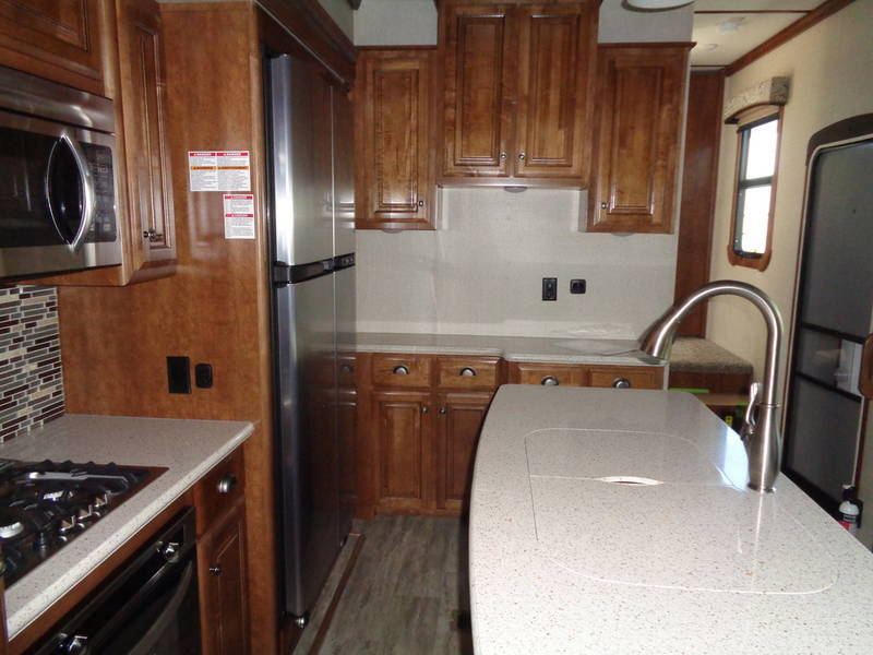 2018 Redwood RV Redwood 3401RL