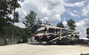 2017 DRV Mobile Suites 44 Nashville-ONE OWNER