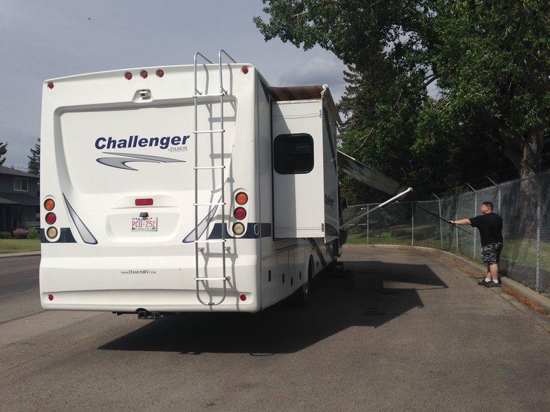 2009 Damon Challenger 348