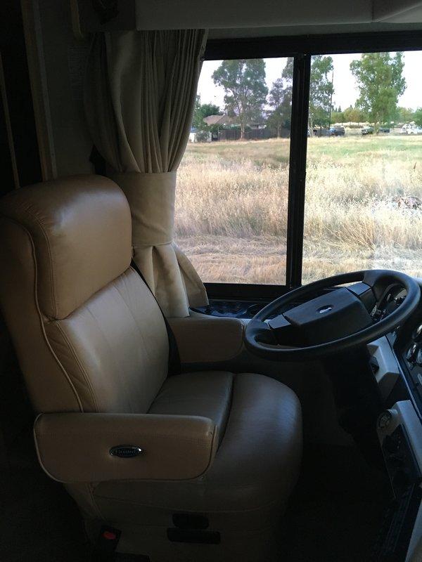 2005 Fleetwood Bounder Diesel 34M
