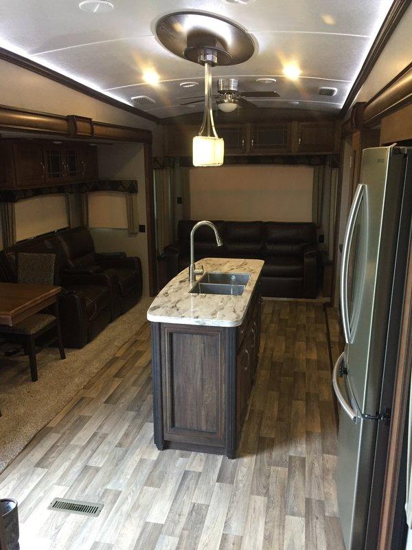 2018 Keystone Montana 3721RL