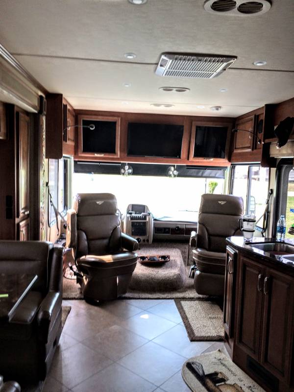 2015 Fleetwood Bounder 33C