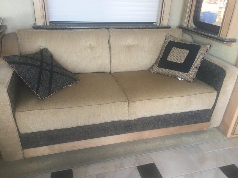 2009 Country Coach Magna 630 Veranda