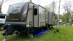 2014 Prime Time Lacrosse Luxury Lite 327RES