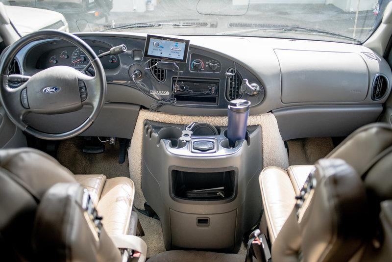 2004 Dynamax Isata 220 Sport Sedan