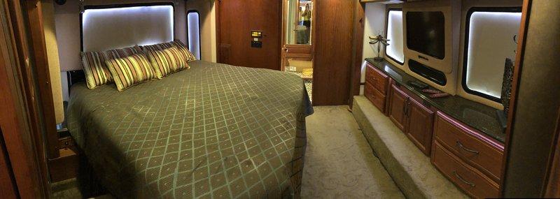 2010 Foretravel Motorcoach Foretravel Phenix-Loaded