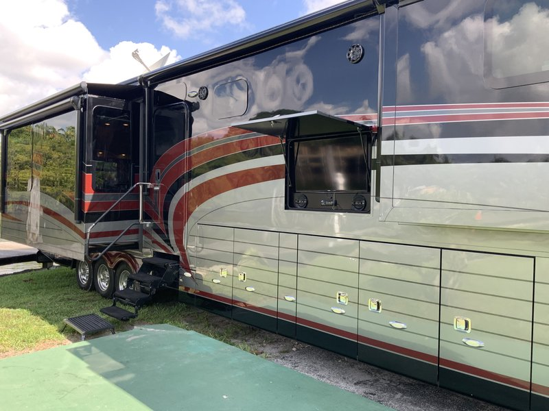 2015 Forks Continental coach PRICE REDUCTION - MUST SEE