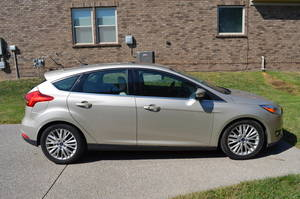 2017 Ford Focus TITANIUM 4 DOOR HATCHBACK