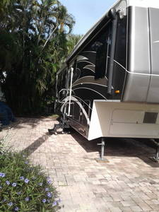 2009 Carriage Cameo F37RE3