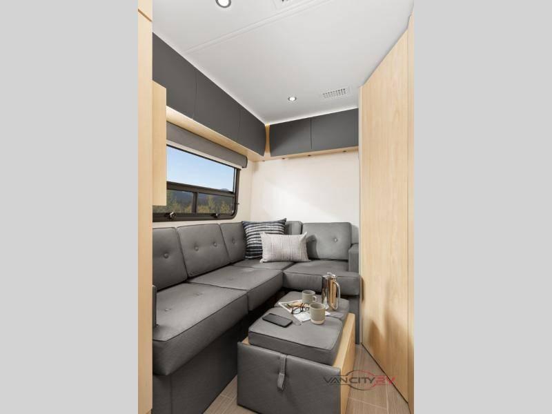 2021 Leisure Travel Vans Unity U24FX
