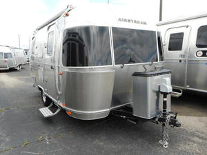 2019 Airstream Flying Cloud 19 CB