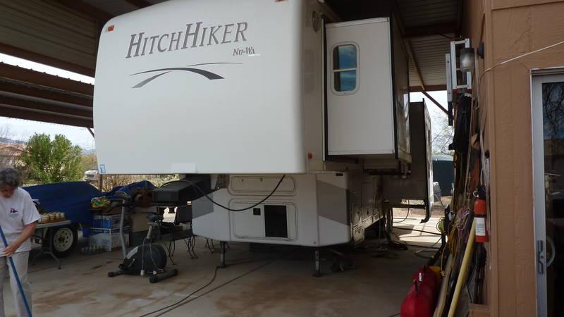 2006 NuWa Hitchhiker Premier 33CKRSB