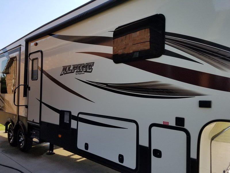 2016 Keystone Alpine 3536RE