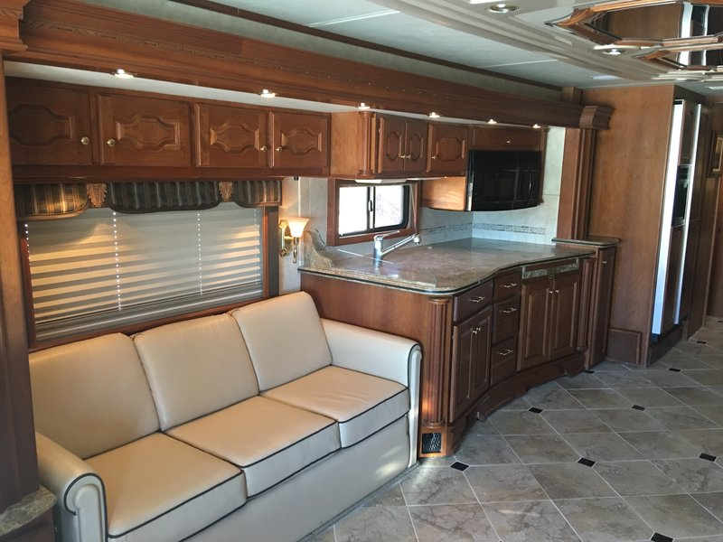 2006 Country Coach Intrigue 530 Ovation II