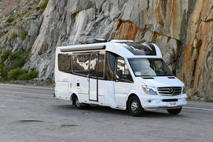 2018 Leisure Travel Vans Unity