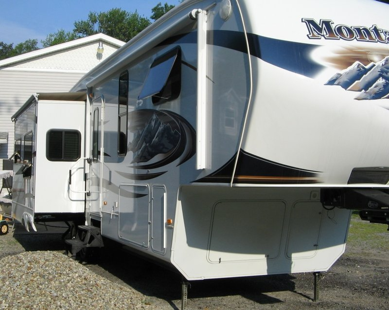 2010 Keystone Montana Hickory 3455SA