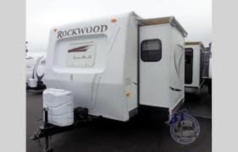 2010 Forest River Rockwood Signature Ultra-Lite 8314BSS
