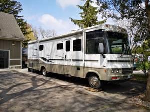 2002 Winnebago Adventurer 32V