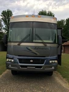 2005 Winnebago Adventurer WPG37B