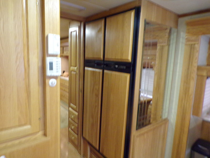 2005 Holiday Rambler Imperial 42DSQ bath &1/2 with tub and seat