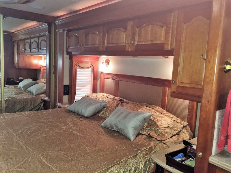 2007 Country Coach Magna 630 Rembrandt