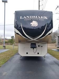 2017 Heartland Landmark 365 Arlington
