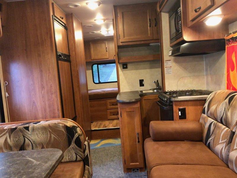2012 Coachmen Freelander 26QB Ford 450