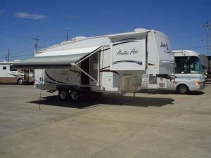 2008 Northwood Arctic Fox 275L