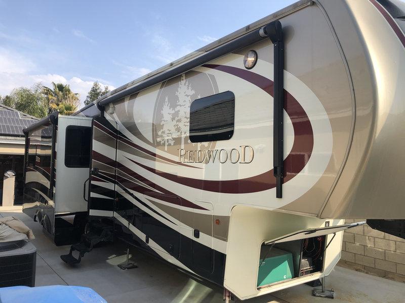 2014 Redwood RV Redwood 38BR