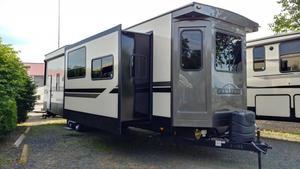 2020 CrossRoads Hampton 370FDL