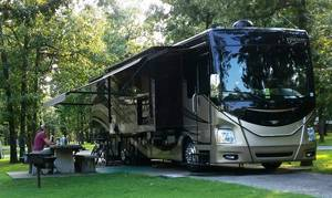 2015 Fleetwood Discovery 37R with 700 Watts of Solar!