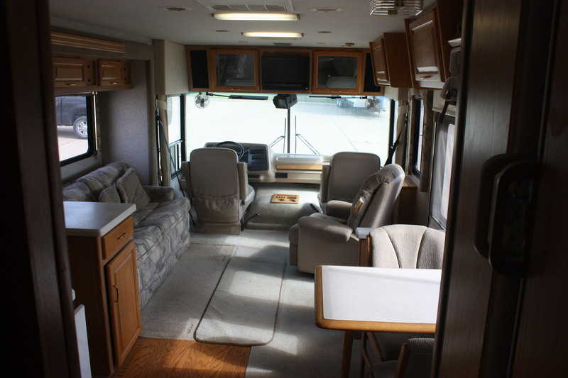 1999 National RV Dolphin 5370